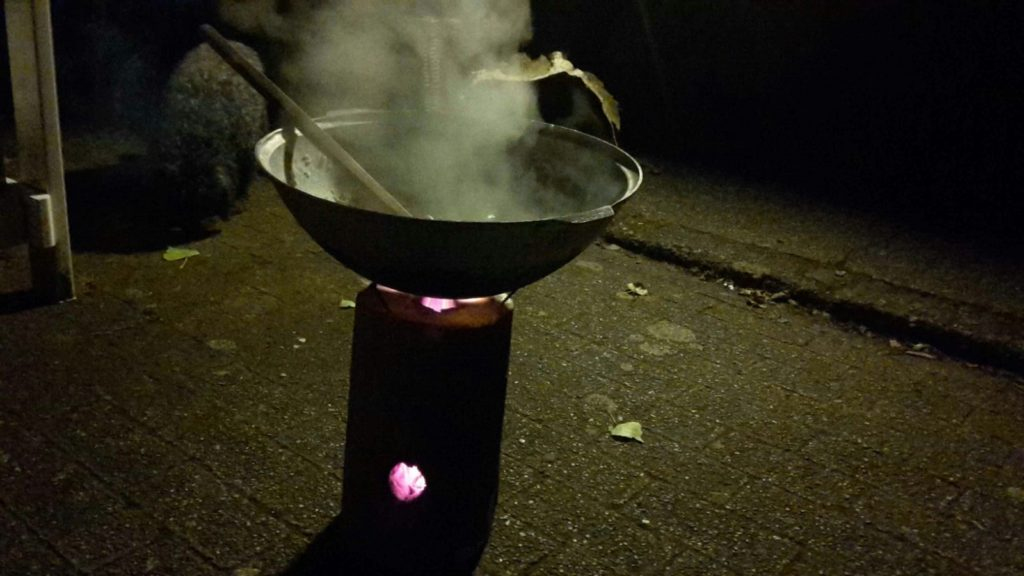 Koken op een kookstam geeft een echt natuurgevoel